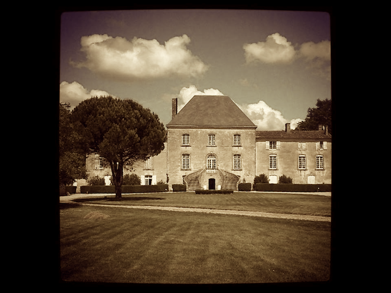 chateau-des-arras-front-property