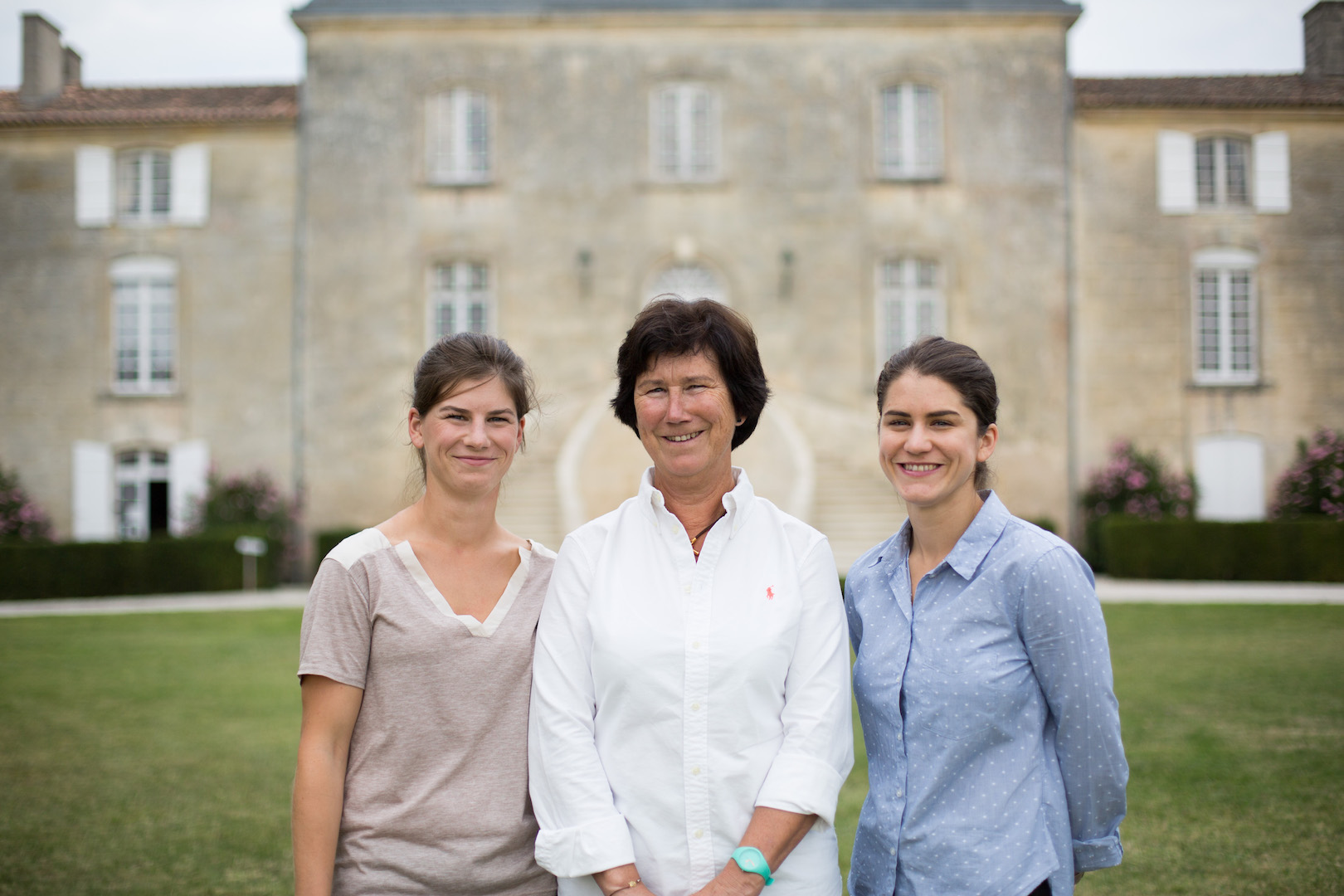 chateau-des-arras-three-women-making-merlot-bordeaux-superieur-red-wine